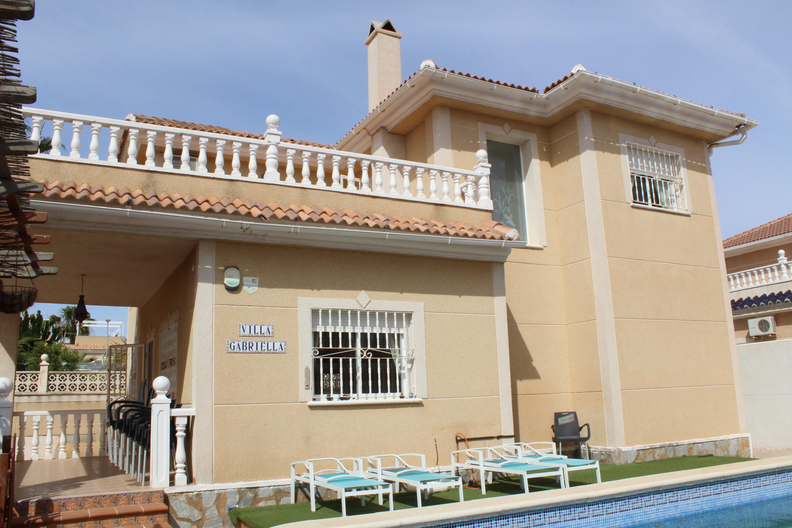 Lovely three bedroom detached villa for sale in Los Alcazares