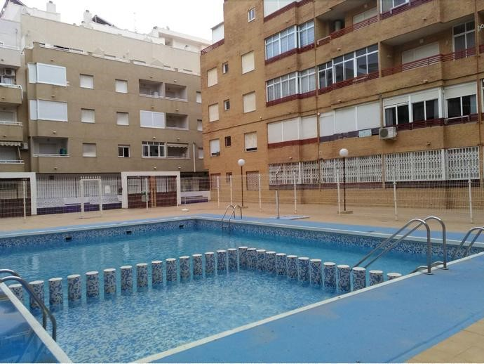 Studio apartment with garage for sale in Torrevieja