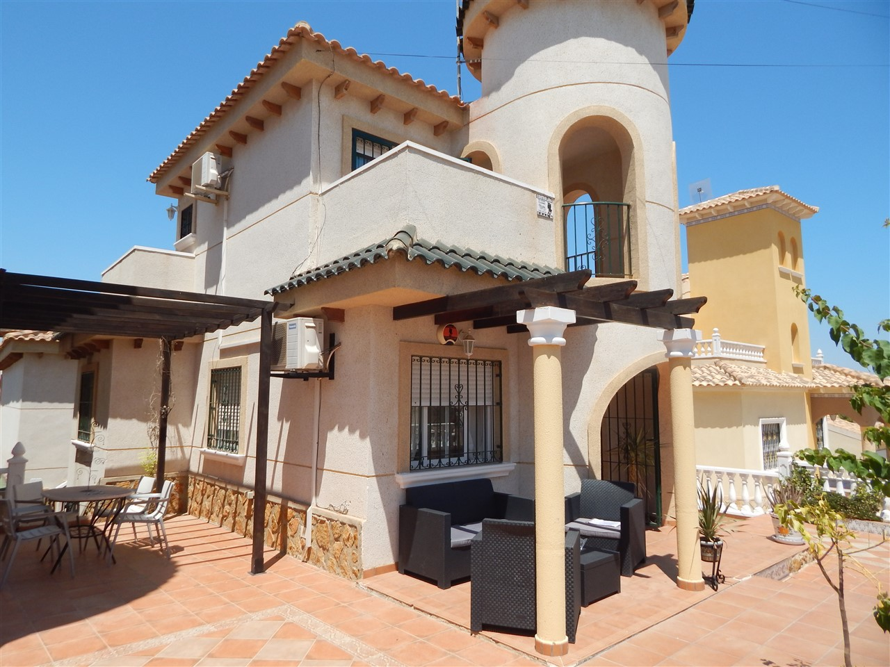Beautiful three bedroom, two bathroom detached villa in El Galan