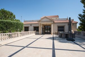 Stunning luxurious villa with eight bedrooms on 5000m2 plot for sale in Algorfa