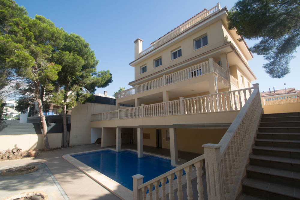 Exclusive traditional Mediterranean style detached villa in one of the most exclusive areas of the Orihuela-Costa