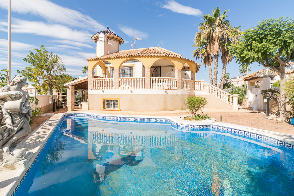 Fabulous four bedroom, three bathroom detached villa in La Regia on 465m2 plot