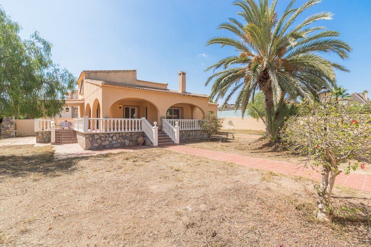Six bedroom detached villa for sale just 150m walk from sandy La Zenia beach