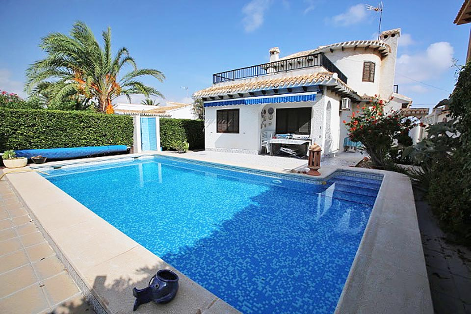 Detached villa just a short 100m walk from Playa Flamenca Beach on the Orihuela-Costa