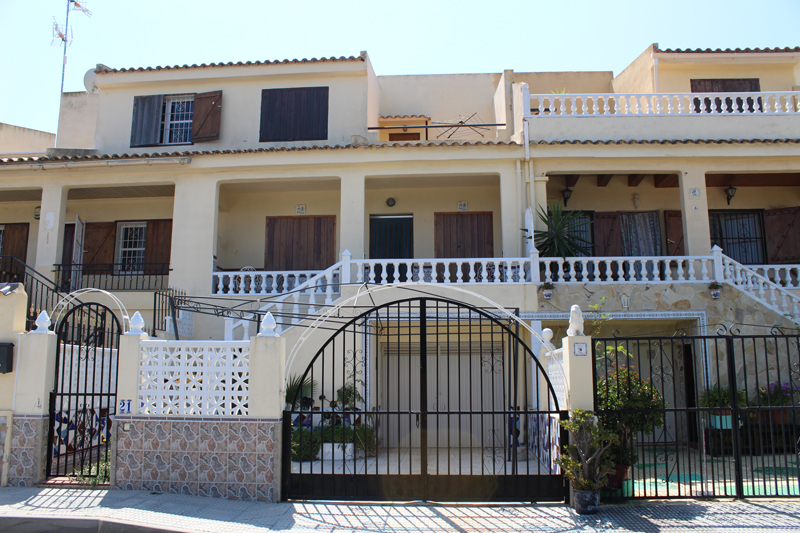 Three bedroom, two bathroom mid-terrace townhouse for sale in San Miguel de Salinas