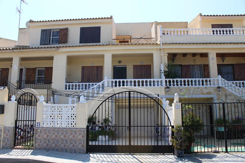Three bedroom, two bathroom mid-terrace townhouse for sale in San Miguel de Salinas
