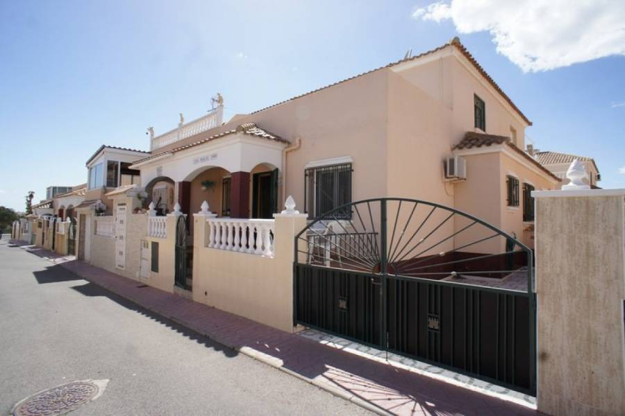 Sunny three bedroom townhouse for sale in Playa Flamenca