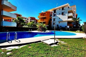 Two bed first floor apartment in Parque Recoleta, Punta Prima just metres from the beach