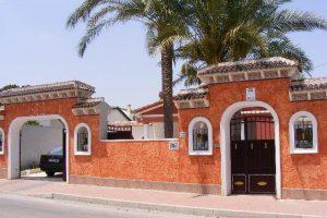 4 bed, 3 bath detached villa with private pool on 800 sq mtr plot in Los Balcones