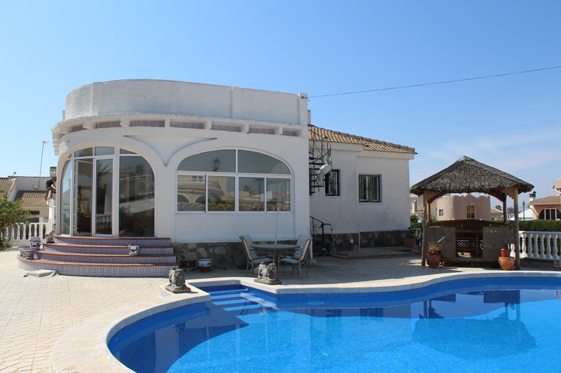 Beautiful three bedroom, two bathroom detached villa for sale near Torrevieja