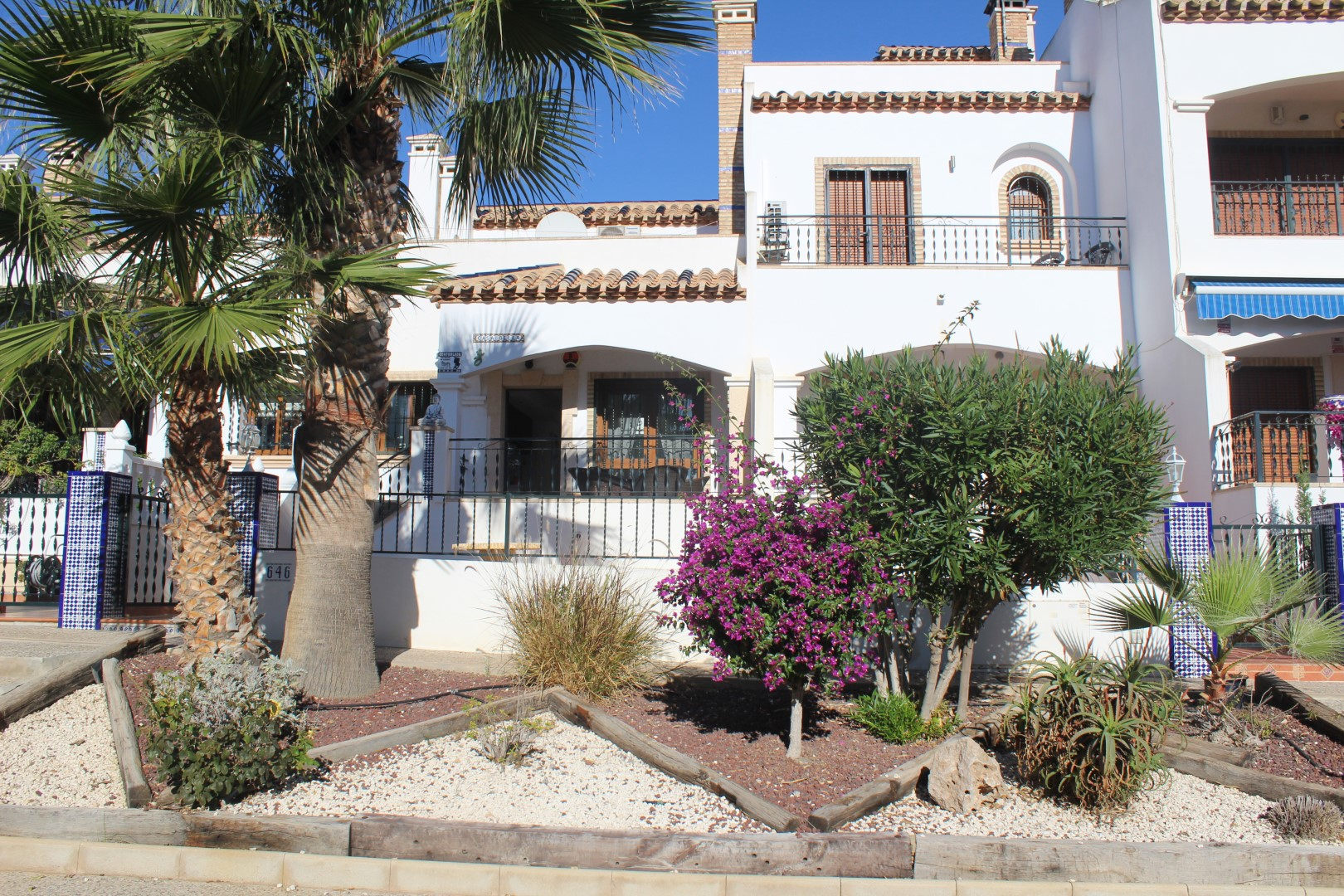 3 bedrooms, 2 bathrooms, townhouse with open fireplace in Villamartin