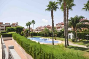 3 bed, 2 bath top floor, fully furnished apartment in Zeniamar, Punta Prima