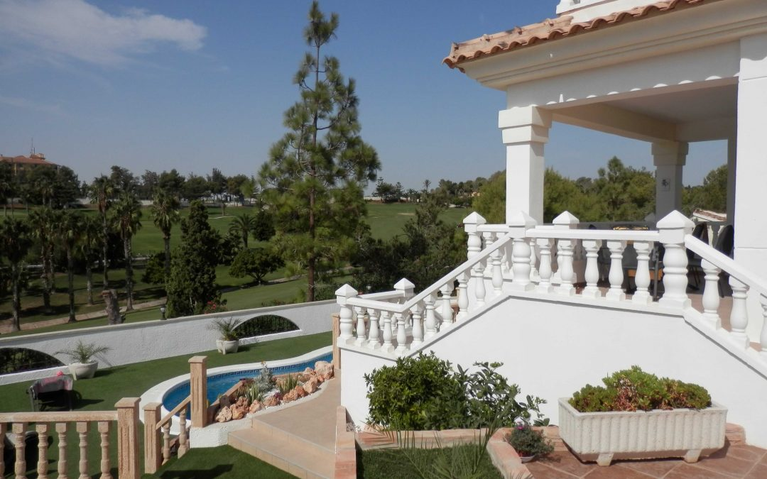 4 bed, 3 bath detached villa for sale with private pool on Campoamor Golf Course