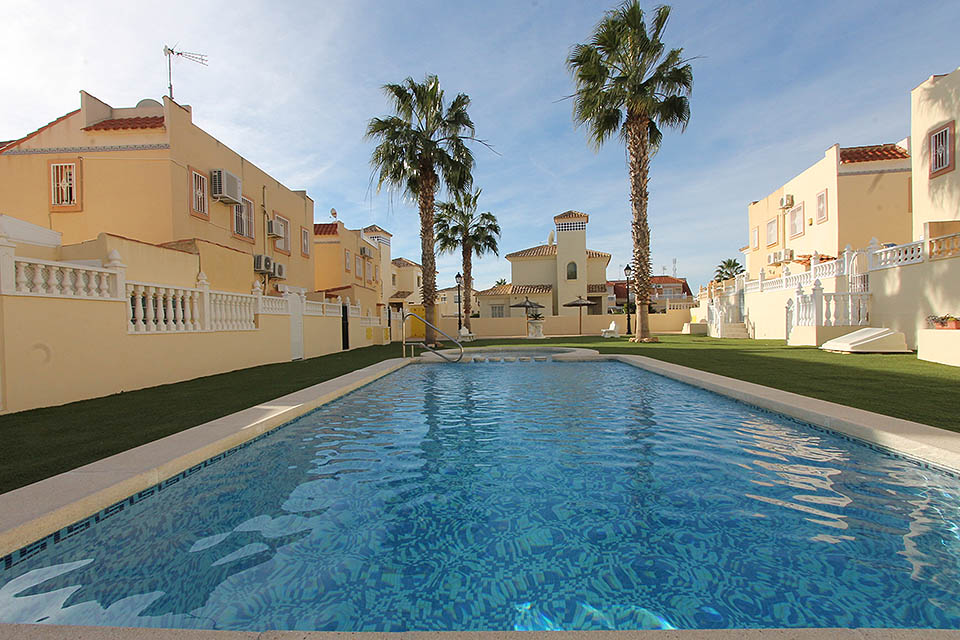 Two bed, one bath first floor apartment for sale in sought-after Residencial Las Colinas de La Zenia
