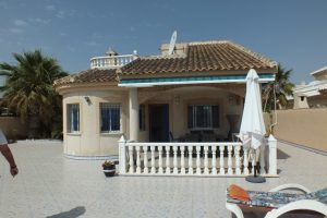 Frontline detached villa with four bedrooms, three bathrooms and direct beach access for sale