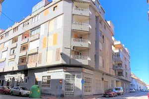 Cheap one bed apartment with communal swimming pool for sale in Torrevieja
