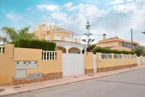 Detached three bedroom frontline villa for sale in Spain on 500m2 plot with beautiful sea views